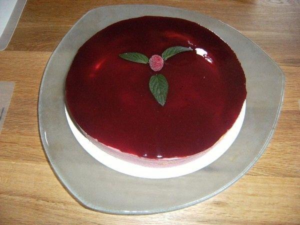 Nappage miroir fruits rouges (fraises par exemple)   100 g sirop de fraise sans sucre mélangé à 100 g d'eau ou 200 g de coulis de fruits 25 g de sucre glace 1/2 c. à café arasée d'agar-agar ...
