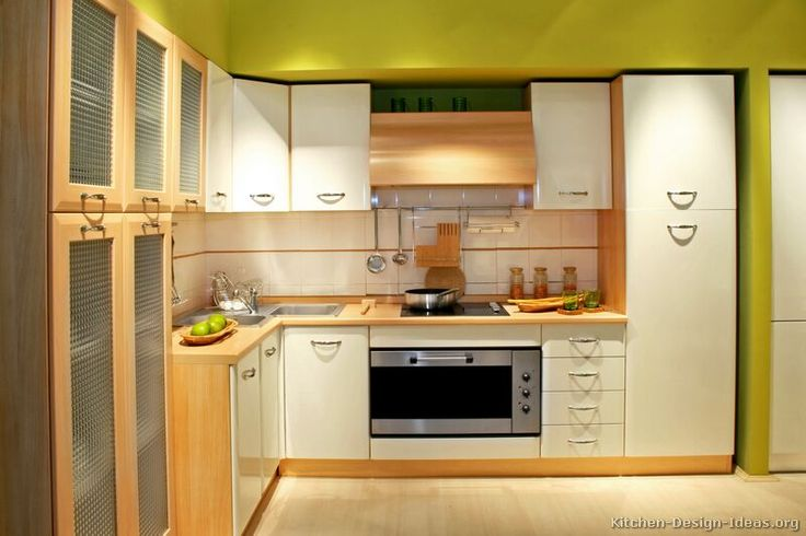 Modern Two-Tone Kitchen Cabinets #04 (Kitchen-Design-Ideas.org)