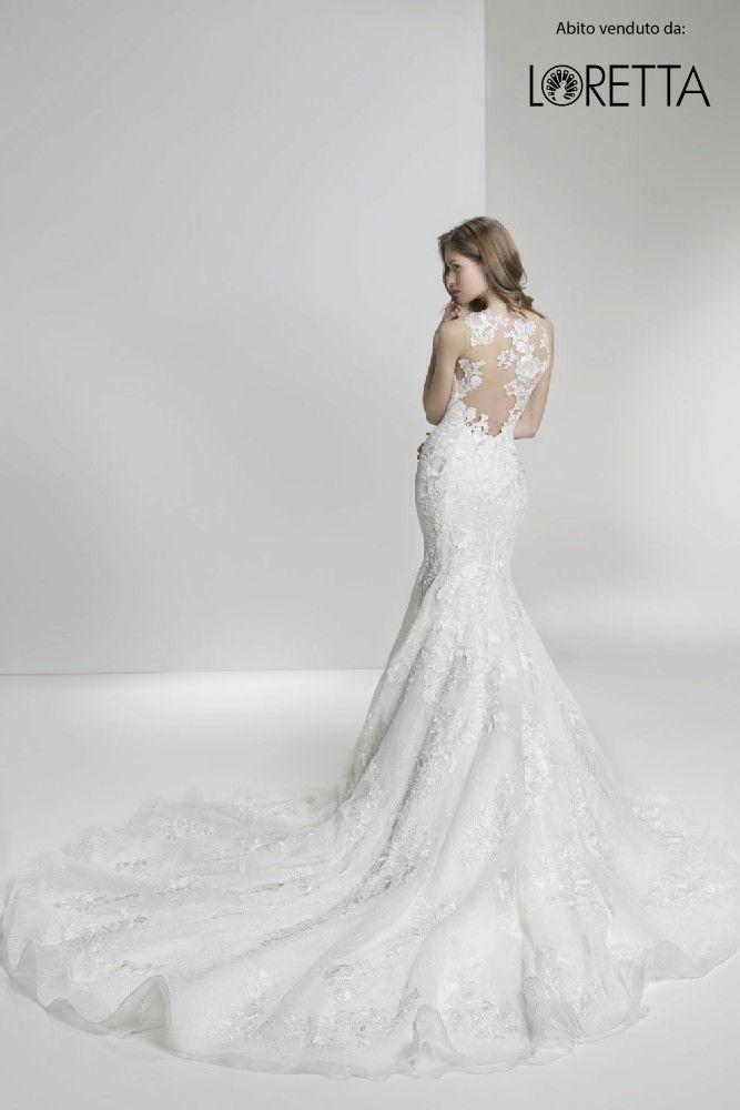 Collezione 2017   Abito da sposa a sirena con decorazioni sulla schiena e strascico lungo #sposa #vestito #matrimonio