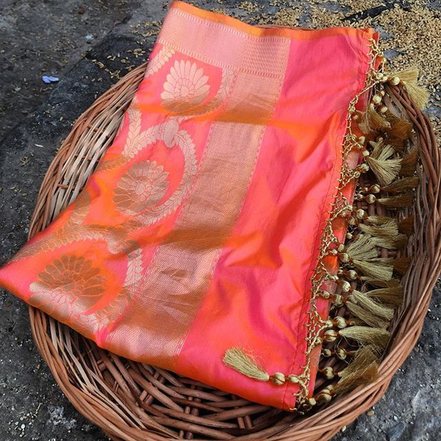 Gift someone a beautiful Banarasi dupatta this season...It will be treasured for years. #benarasi #weaves #varanasi #indianbride #handloom #indianwedding #tilfi