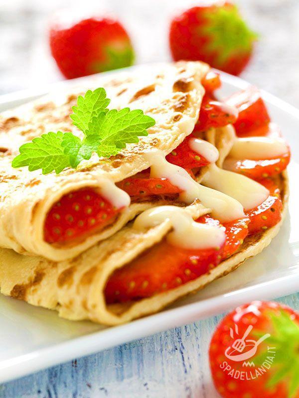 Crepes with strawberries and cream - Le Crepes alle fragole e crema sono un dolce fresco da assaporare come dessert, indicate anche per una energica e golosa merenda.
