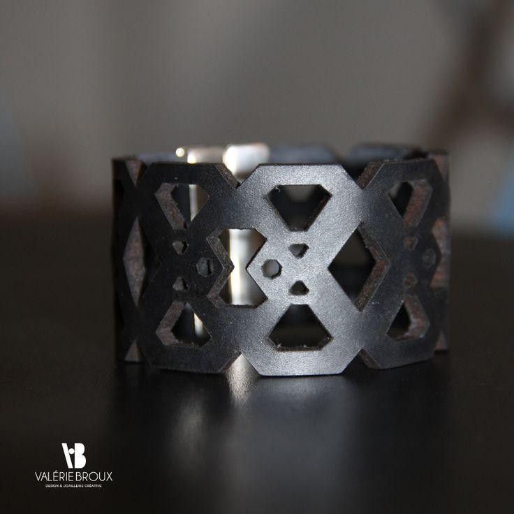 Bracelet large cuir, design VALERIE BROUX Les bijoux de Valérie Broux sont disponibles à la boutique You Art Different- 52 Rue Cardinale, 13100 Aix-En-Provence !