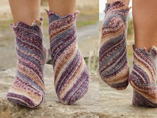 Jupiter - Diagonal kraus rechts gestrickte DROPS Socken in �Fabel�. Gr. 35 - 43. - Free pattern by DROPS Design