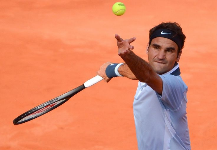 A korábbi világelső svájci teniszező bejutott a negyeddöntőbe a Hamburgban zajló, 1,1 millió dolláros összdíjazású tenisztornán, miután továbbjutott Jan Hajek ellen. A salakon megrendezendő tenisztornát a svájci játékos korábban már négyszer megnyerte. A nyolcaddöntő eredményei:  Federer (svájci, 1.)-Hajek (cseh) 6:4, 6:3 Mayer (német)-Lopez (spanyol, 11.) 7:6 (7-1), 6:2 Delbonis (argentin)-Turszunov (orosz) 6:4, 6:3 Haas [...]