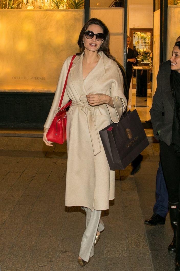 Szafa Minimalistki 12 Ponadczasowych Ubran I Dodatkow Elle Pl Trendy Wiosna Lato 2019 Moda Modne Fryzury Bu Fashion Classy Work Outfits Angelina Jolie