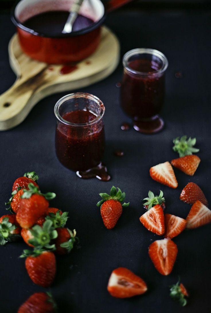 Pratos e Travessas: Doce de morango e flor de sabugueiro # Strawberry and Elderflower jam   Food, photography and stories