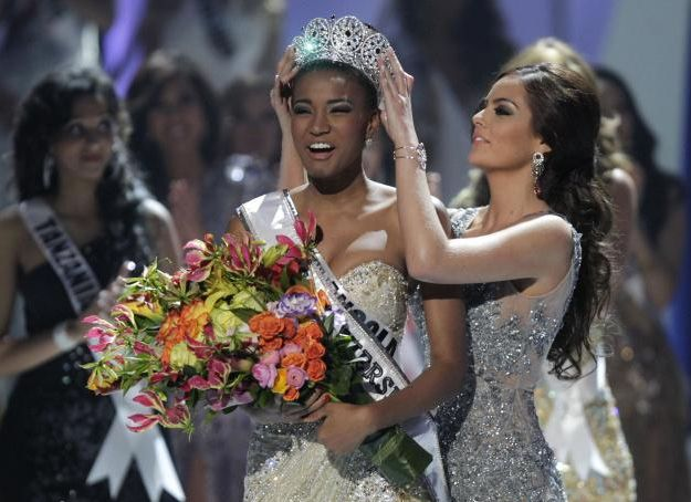 Leila Lopes is crowned Miss Universe. Did you know that she's only the fourth Black woman to have the title? #leilalopes #missuniverse #fashion