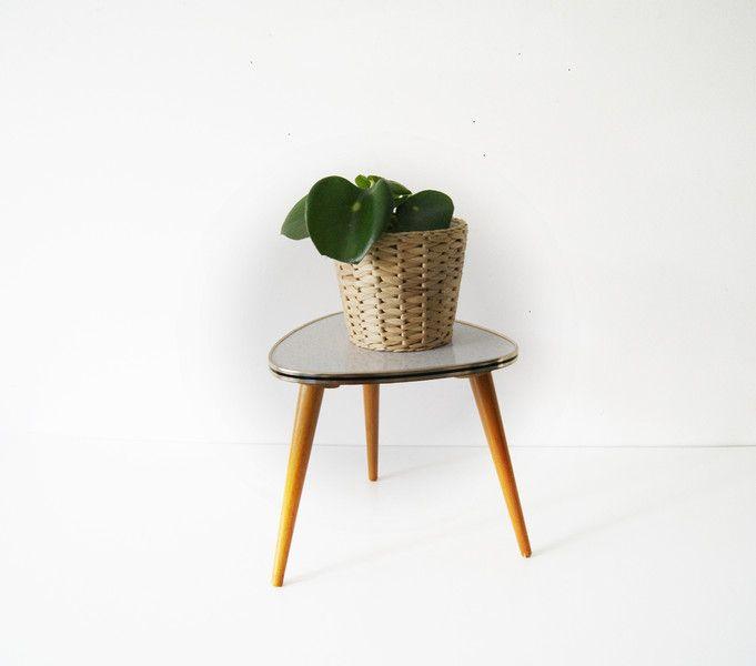 Spectacular Vintage Hocker Blumenhocker Resopal Beistelltisch Nierenhocker ein Designerst ck von mele pele