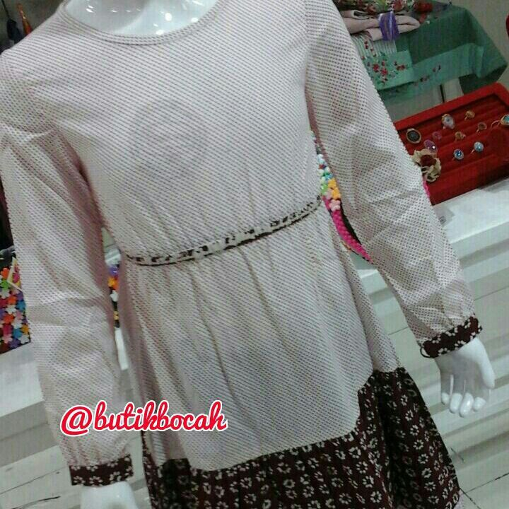 Gamis Polkatik by @butikbocah IDR 299k Warna putih kombinasi marun  Bahan katun polkadot dan batik garut Ready size S M L XL  Real clothes for real kids Proudly made in Indonesia