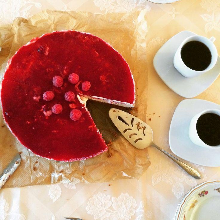 Dit dessert van Pascale Naessens moet je zéker uitproberen: het kan moeilijk mislukken, presenteert mooi en is bovendien hemels lekker! Bov...