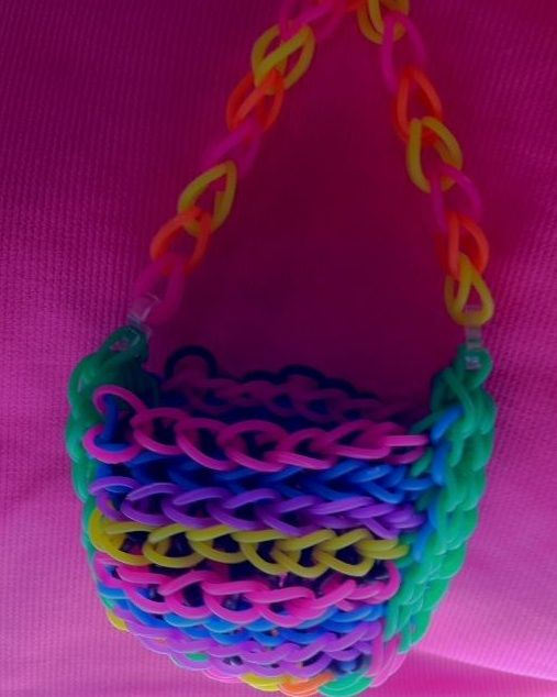 Check out this cute neon Bandaloom purse! #crafts #loom