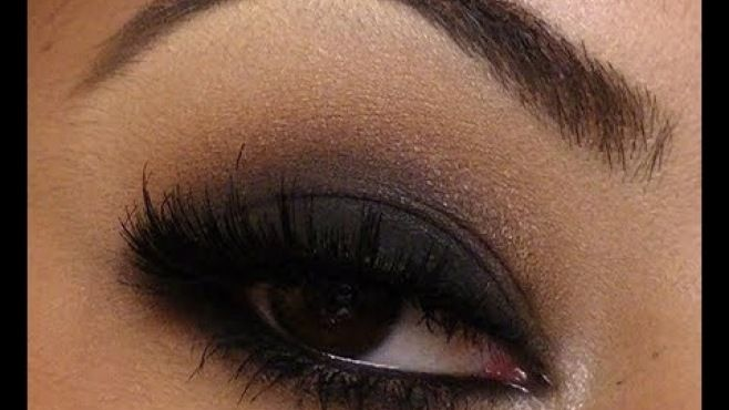 Klasik Ve Şık Siyah Dumanlı Göz Makyajı Uygulaması - Özel günler yada gece için yapabileceğiniz klasik ve şık siyah dumanlı göz makyajı tekniği (Classic Black Smokey Eye Makeup Video)