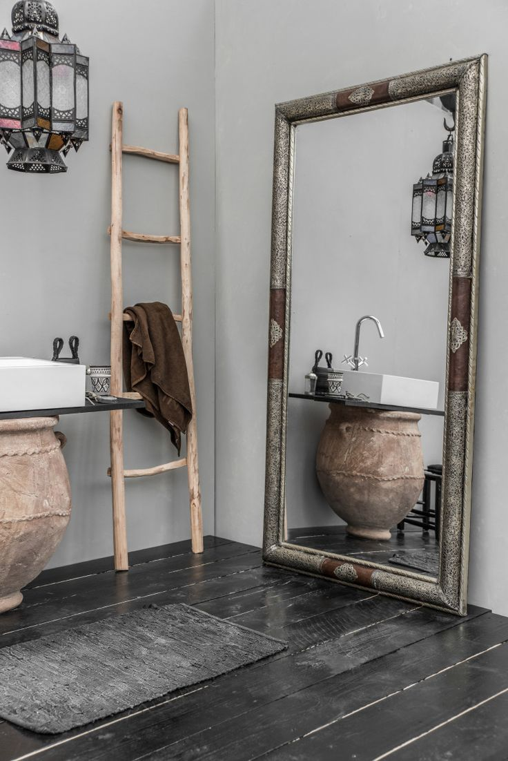 Rustic Finishes / Urn, Mirror, Ladder - Mono Deco
