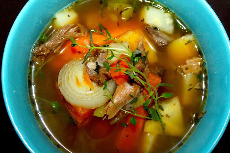 Denne suppen er beregnet på lammekjøttrester etter fårikål, lammelår, lammestek o.s.v. Suppen er sunn, smakfull, metter og varmer – kort sagt en god høstmiddag eller lunsj! Jeg har brukt hjem…