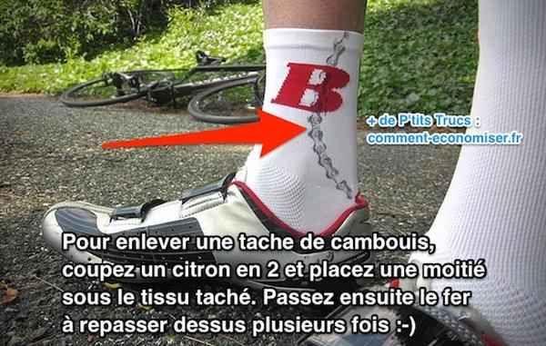 Pas de panique ! J'ai un truc magique pour éliminer les taches de cambouis sur tous les tissus y compris le coton blanc.  Découvrez l'astuce ici : http://www.comment-economiser.fr/astuce-pour-faire-disparaitre-tache-cambouis-sans-effort.html?utm_content=bufferece4c&utm_medium=social&utm_source=pinterest.com&utm_campaign=buffer