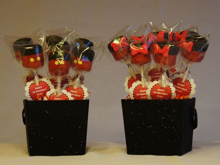 Mickey and Minnie Mouse Marshmallow Pops
