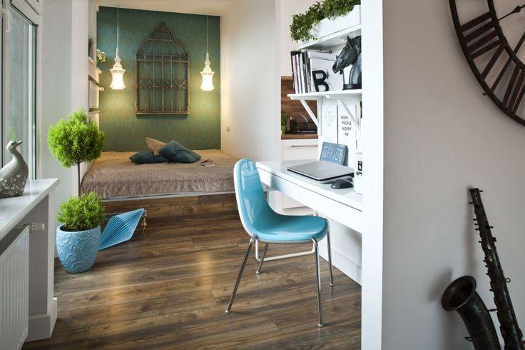 Tapety ścienne w prosty sposób odmienią wnętrze i nadadzą mu charakter. Mogą być dyskretnym tłem albo dominującą dekoracją. Tapeta ścienna użyta tylko na jednej ścianie zmienia charakter wnętrza. Nie jest jednak tłem, ale wyraźnym akcentem dekoracyjnym.