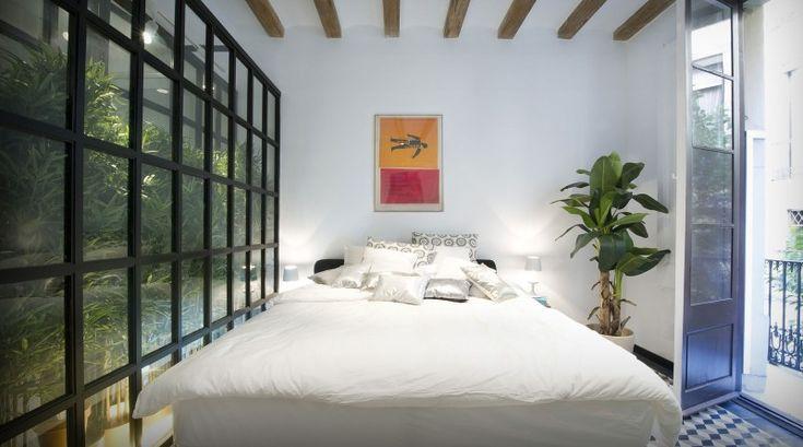 Designersduo Egue en Seta   Barcelona loft   Green roomdevider   Bedroom