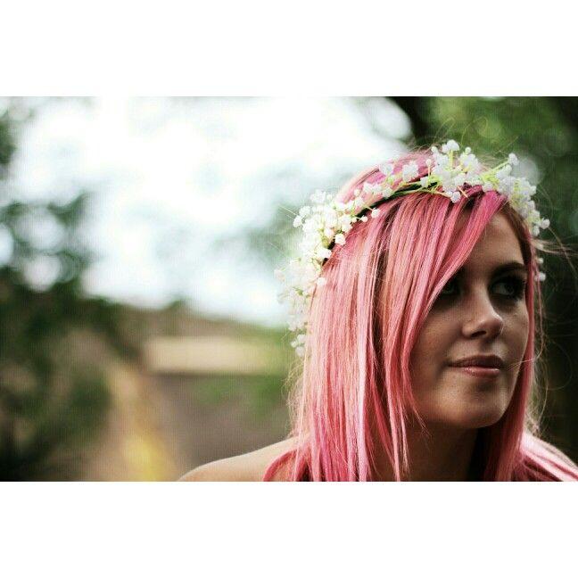 Pretty pink hair and wreath. #shesaidportraits