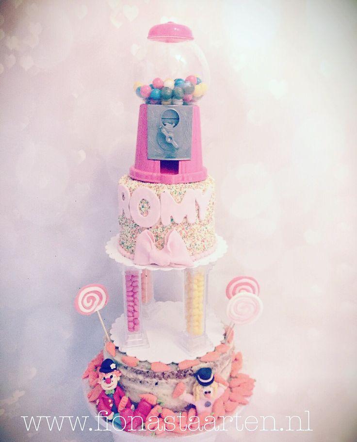 Candy carrot cake Kauwgomballen taart Clown taart