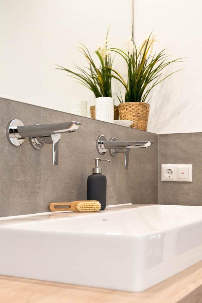 Modernes Waschbecken in Betonoptik: rustikale Bade…
