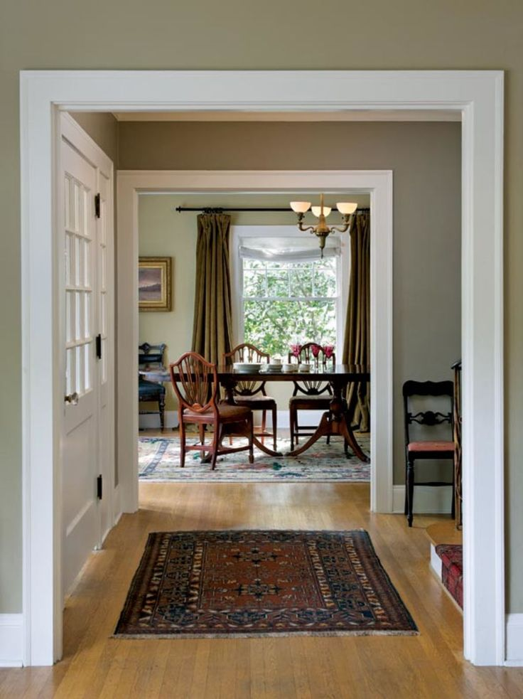 The house has an old-fashioned elegance, with great proportions and plenty of light. The 1940s Duncan Phyfe-style dining table and chairs belonged to grandparents.
