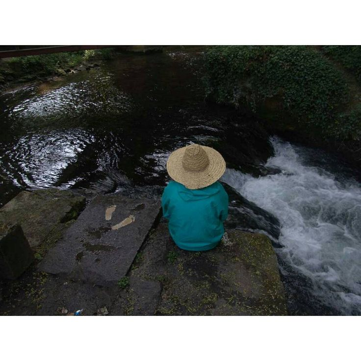 Journey Around The Globe:  Memories - England  خاطره ها: سفر به گوشه و کنار دنیا _ انگلستان  www.riverart.net در سفرم به انگلستان مجموعه ای از آثارم را در طبیعت اطراف شهر بریستول اجرا کردم. گاهی وقت ها کار کنده نگاری روی سنگ بهانه است. بهانه سفر، بهانه سیال بودن، بهانه در طبیعت بودن ،  بهانه زندگی، ... adalian#environment_art #journey #world #contemporary_art #paradise #china#travel#mani #tourism  نادعلیان #هنر_پردیس #هنر_محیطی #هنر_معاصر #مرکز_هنر_پردیس#چین#گردشگری#مانی…