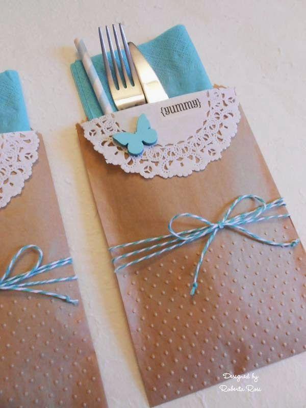 Leuk idee om te gebruiken bij het tafel dekken. Mooi dat die kleur van de envelop terugkomt in het zakje.