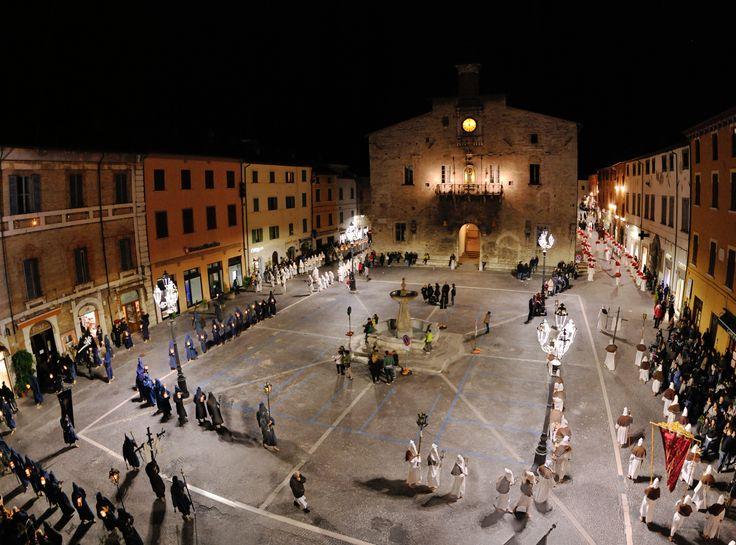 https://flic.kr/p/ToRqsu | Lost in Cagli #40 | Processione del Venerdì santo, Cagli (PU)