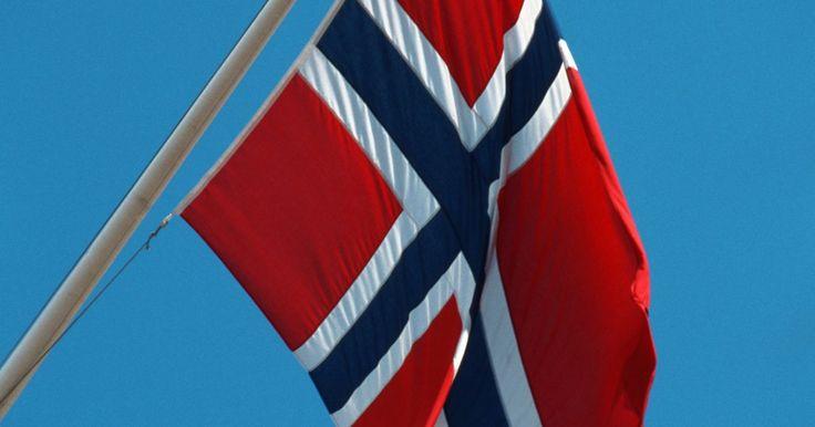 Historia del baile folclórico noruego. La historia del baile folclórico noruego es una gran herencia. La gente noruega valoraba mucho su música y sus tradiciones de baile para repasar el pasado y para reivindicarse. Se trata de una joya fija en la cultura escandinava y que continuará durante mucho tiempo.