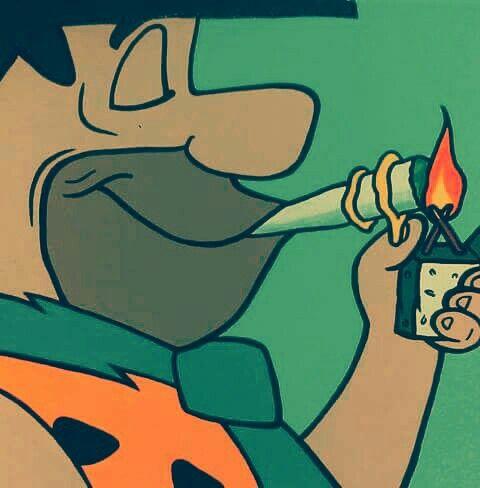 Pedro Picapiedra fumandose un porro!!!