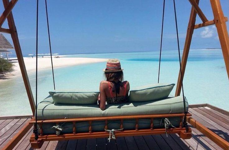 When you find that perfect spot it's hard to leave. @fourseasons #maldives #landaagiraavaru #fsmaldives #perfect