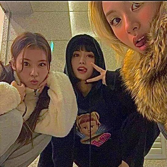 Nayeon, Korean Aesthetic, Aesthetic Indie, Kpop Girl Groups, Kpop Girls, Extended Play, K Pop, Kpop Posters, Chaeyoung Twice