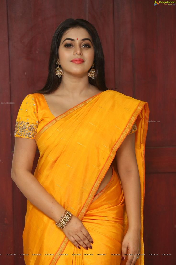 Photos - Shamna Kasim in Saree - Shamna Kasim High Definition Photos
