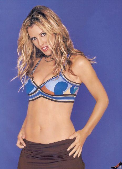 Jillian Barbarie im Bikini