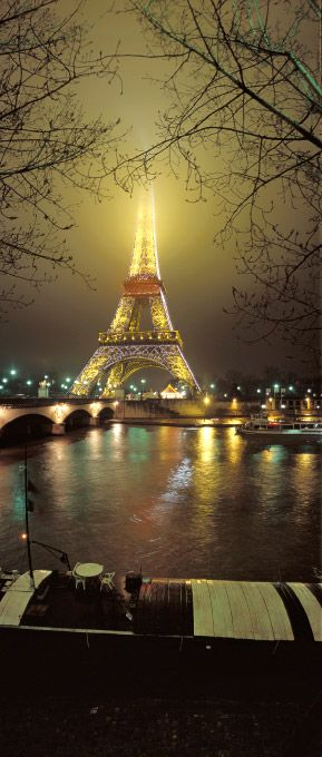 La Tour Eiffel dans le brouillard