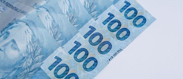 Cédulas de cem reais. Cédulas brasileiras. Banknote hundred reals. Brazilian notes.