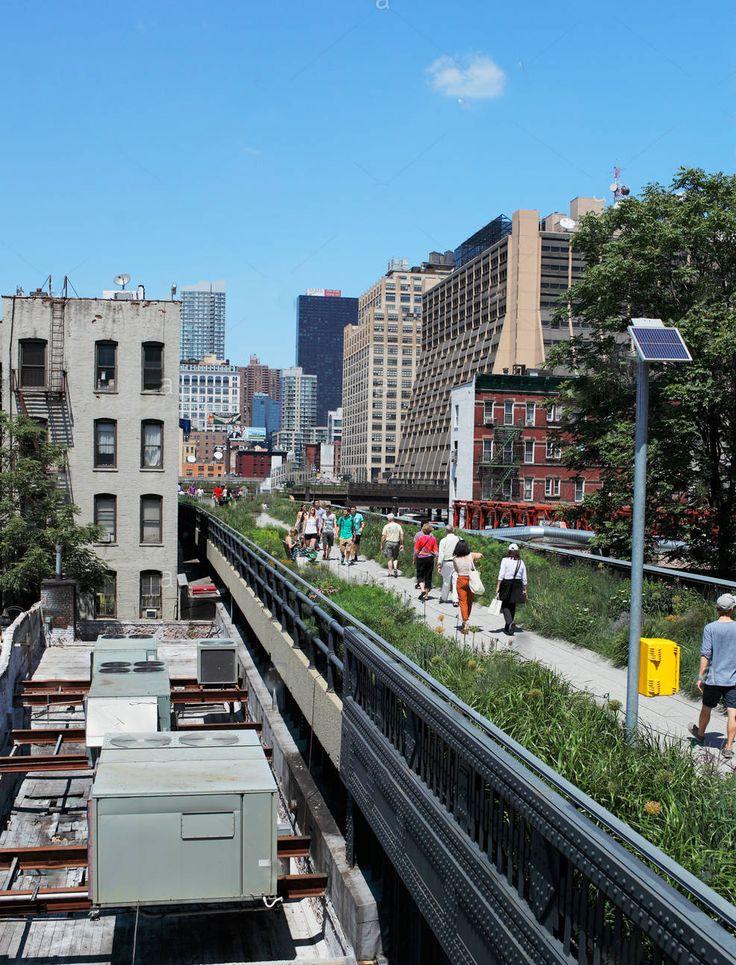 """""""Eu tenho meus objetivos pessoais para a High Line: um deles é um parque bem-amado pelos nova-iorquinos""""  James Corner - arquiteto paisagista e teórico autor do projeto do High Line de Nova York  O High Line é um parque de Nova York construído em uma seção da antiga estrada de ferro elevada em Nova York.   O antigo viaduto da estrada de ferro abandonado que funcionava no distrito de Meatpacking e Hells Kitchen"""