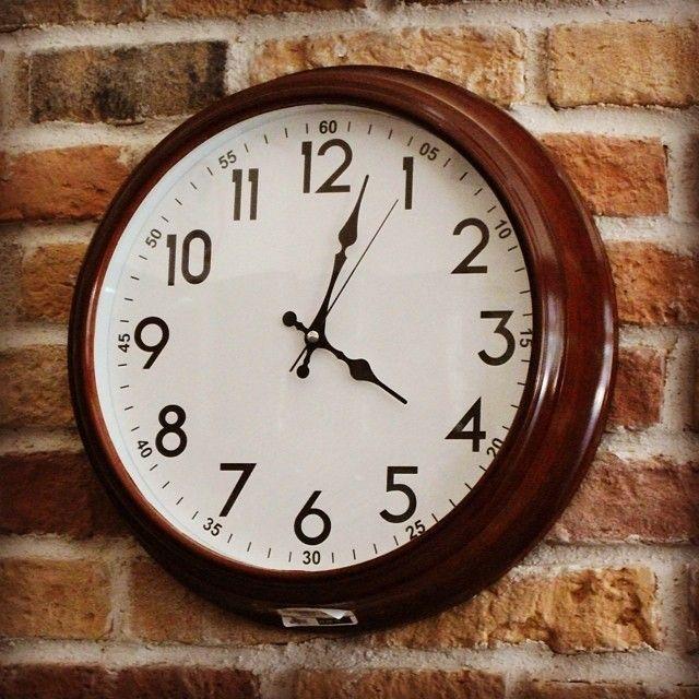 Tarih boyunca değerli hediyeler ve aksesuarlar arasında yer alan zaman göstergeleri, önemini ve işlevini hala koruyor! Gümüş Kalem'deki çeşit çeşit duvar saatleri, sizin için sınırsız hediye seçenekleri ve eviniz ya da işyerinizdeki şıklığı tamamlayabileceğiniz süper bir parça demek! www.gumuskalem.com.tr