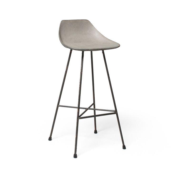 Der stylische Barhocker HAUTEVILLE aus Beton in Form einer typischen Sitzgelegenheit der 50er Jahre . Designermöbel shoppen bei Møbla.com! Versandkostenfrei!