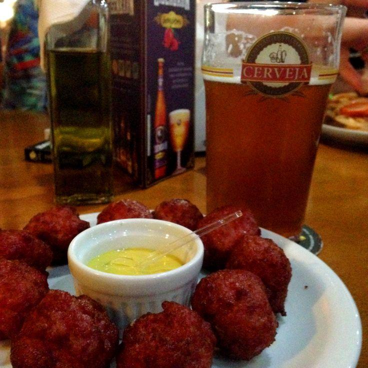 Bolinho de linguiça blumenau x Schornstein IPA #cerveja #harmonizacao #beer #food #pairing