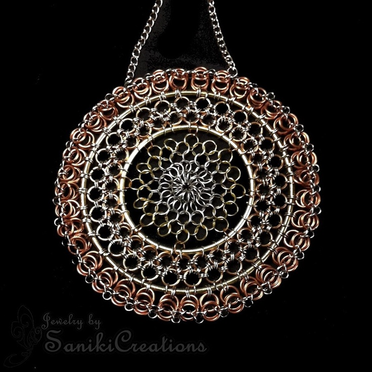 Chainmaille Suncatcher Wall Decor: Chainmail Jewelry, Chainmaille Pendants, Creations Chainmaille, Chainmaille Design, Chainmaille Jewelry, Chainmaile Jewelry, Wall Decor Not, Chainmaille Suncatchers, Decor Not Jewelry