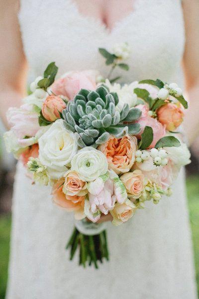 Joli bouquet succulentes + roses
