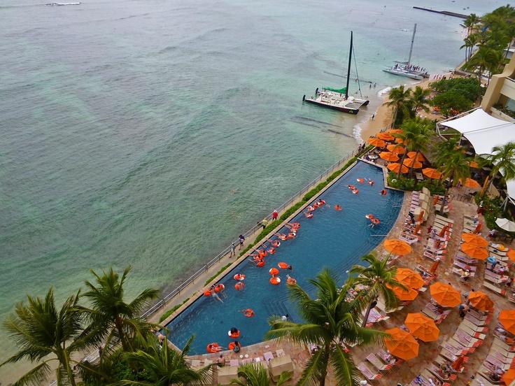 Sheraton Waikiki Hotel infinity pool