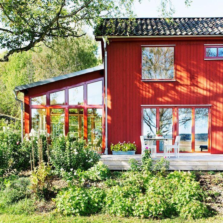"""294 gilla-markeringar, 5 kommentarer - Allt i Hemmet (@alltihemmet) på Instagram: """"Ni missar väl inte familjen Forssbergs makalösa hem i Allt i Hemmets uterum & trädgårsspecial?…"""""""