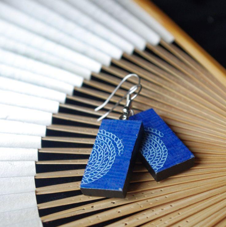 """lehké dřevěné náušnice s tradičním japonským papírem Chiyogami / Beauty from Japan """"Toru"""" - light wooden earrings decorated with traditional Japanese paper Chiyogami  www.fler.cz/clonka"""