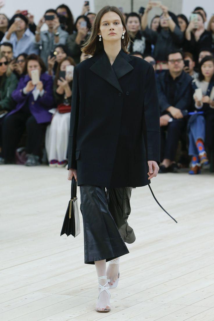 Céline Spring 2017 Ready-to-Wear Fashion Show - Daniela Kocianova