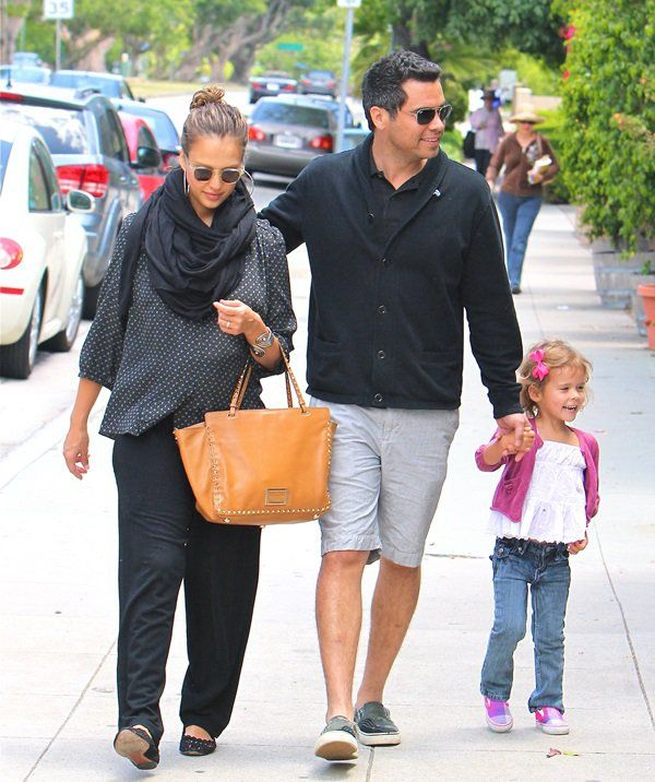 Jessica Alba, Cash Warren, and daughter Honor go for lunch in Brenwood on May 29, 2011