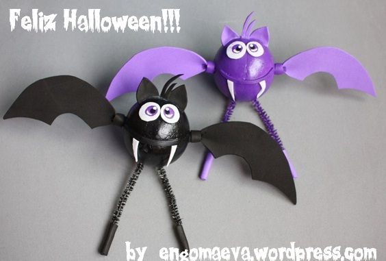 Halloween: Violet and Black Bats, hand made. Done with paper eva.