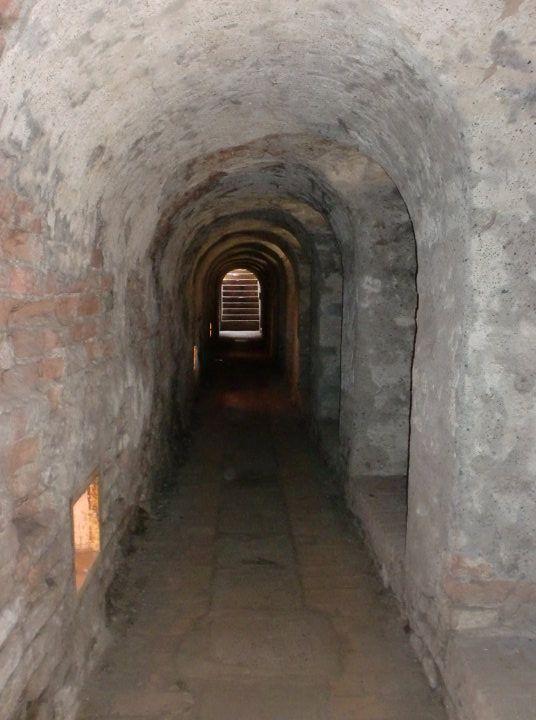 scarry corridor
